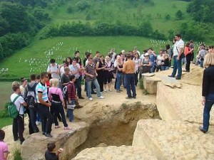 news-2009-june-turisti piramide visoko 3 361493203